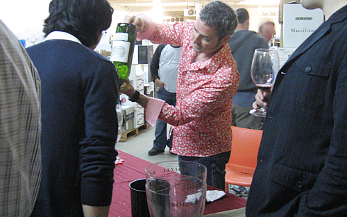 Jon Rimmerman pouring wine at the 2009 Garagiste Grand Producers Tasting
