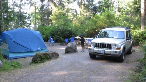 Our camp site with a tent on the left, picnic table in the middle, and Jeep Commander on the right.
