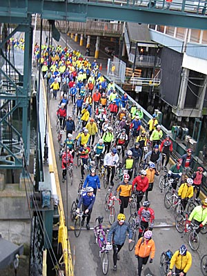 Riders coming onto the ferry to Bainbridge Island
