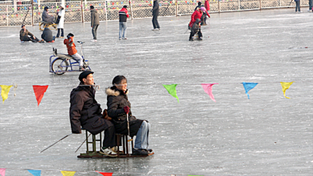 Couple enjoying an ice chair on Houhai.